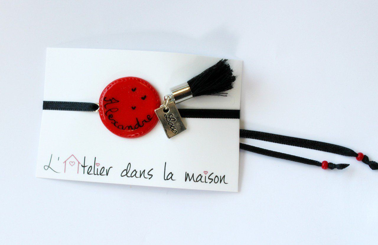 bracelet m u00e9daillon rouge personnalisable